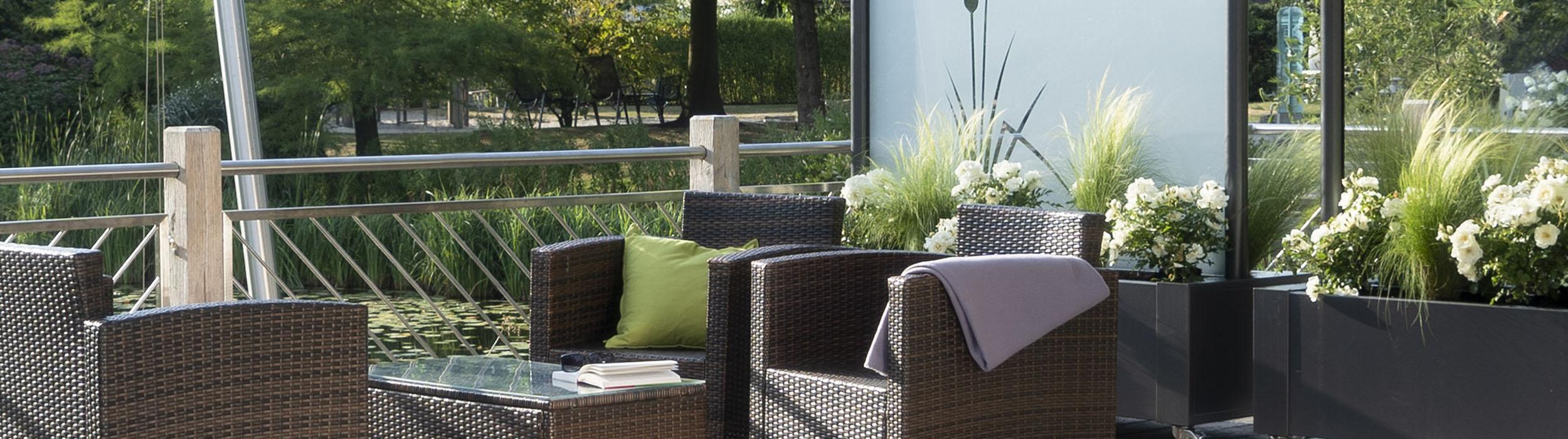 Ideen Für Die Moderne Gartengestaltung Mit Sicht  Und Windschutzelementen  Aus Glas